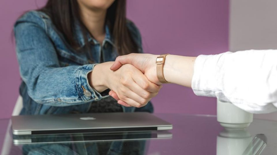 cross table hand shake_925x